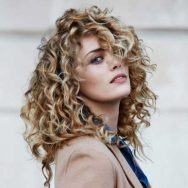Is it OK to mousse curly hair everyday?